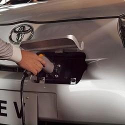 La bajada del precio del petróleo si está afectando a los coches eléctricos. Ahora son más baratos