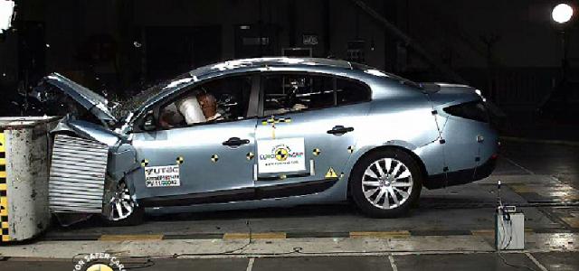 Varapalo para Renault: Fluence ZE 4 estrellas Euroncap