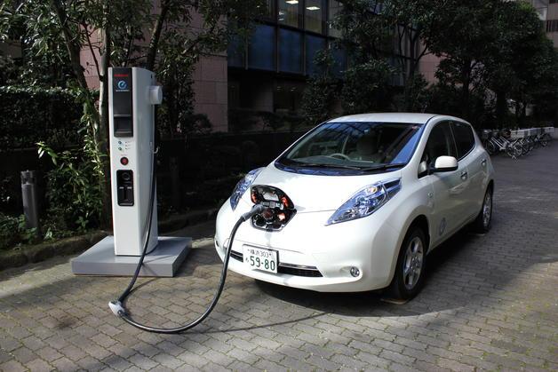 imagenes_10-noviembre-2011-20-35-00-coche-electrico.-nissan.-punto-de-recarga-rapida_detalle_media_12ffe42b