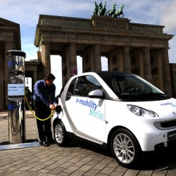 Daimler para la producción del Smart eléctrico. Se preparan para la próxima generación que llegará en 2016 con baterías de LG