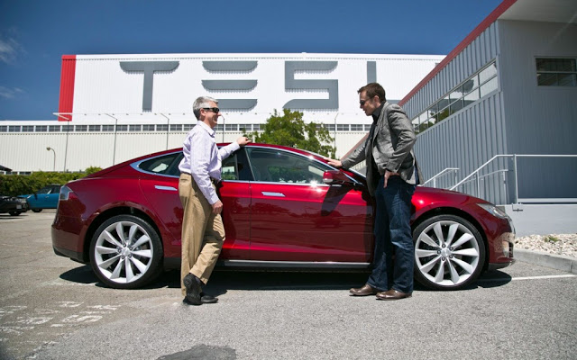 2012-Tesla-Model-S-with-Frank-Markus-and-Elon-Musk-1024x640
