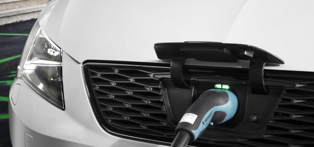 SEAT valora sus opciones para lanzarse al mercado del coche eléctrico. Un Mii eléctrico, un Leon híbrido enchufable, o algo diferente