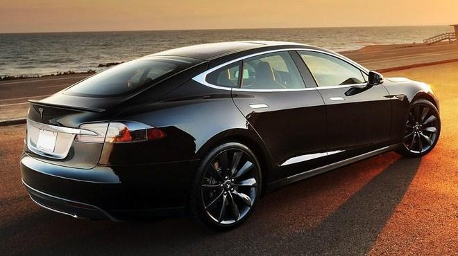 Tesla-Model-S-rear-quarter