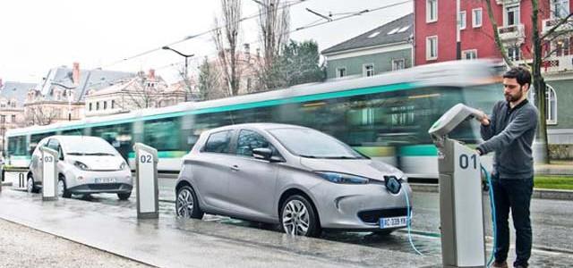 La contaminación lanza al coche eléctrico al estrellato en París