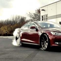 Cuando el Tesla Model S se encontró con el nuevo Chevrolet Corvette Z51
