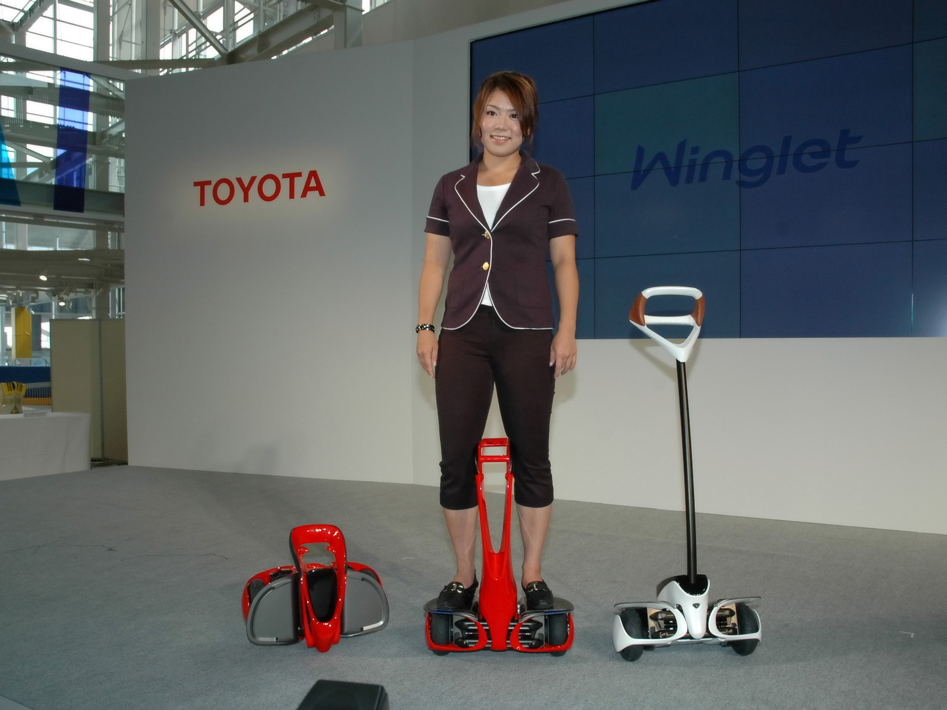2008_Toyota_Winglet_-_personal_transport_assistance_robot_004_9634