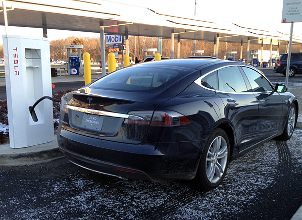 Tesla-Model-S-Supercharging-GS-thumb-598xauto-6081