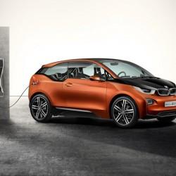 BMW se lanza al sector de los puntos de recarga