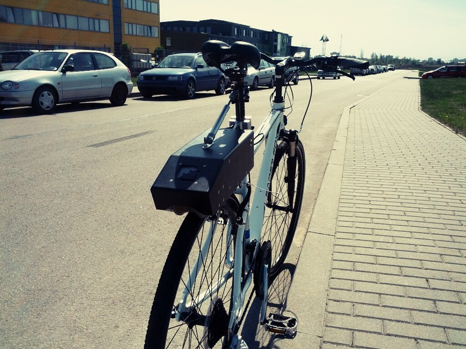 Kit tipo velosolex de contacto directo con la cubierta; la forma más sencilla de electrificar tu bicicleta Rubbee-4