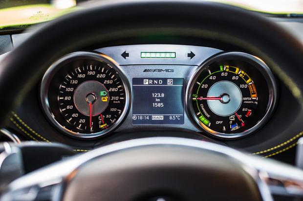 Mercedes-SLS-Electric-dash-1-thumb-620x412-55684 (1)