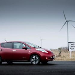 Una eléctrica americana ofrece hasta 10.000 dólares de ayuda a sus clientes para la compra de un Nissan LEAF
