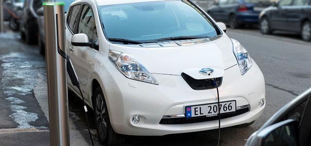 Los noruegos apuestan por el coche eléctrico, pero el 85% tienen un segundo coche en casa