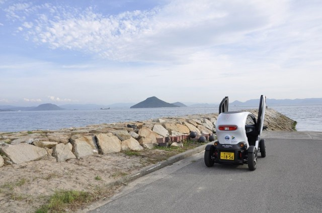 nissan-new-mobility-concept-twizy-on-the-island-of-teshima-japan-image-nissan-ev-on-facebook_100436163_m