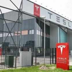 Tesla planea abrir fábricas fuera de Estados Unidos