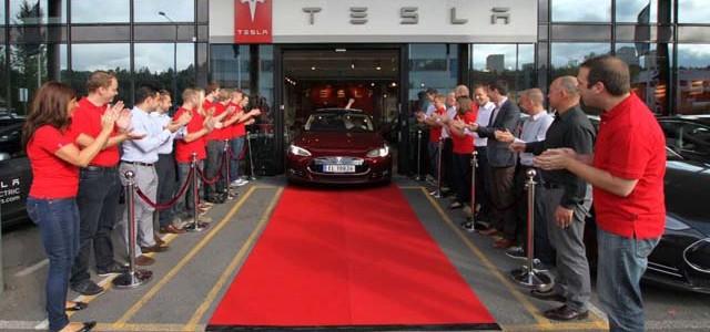 Tesla entrega su primer Model S en Europa