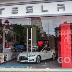 Los concesionarios americanos se enfrentan a Tesla