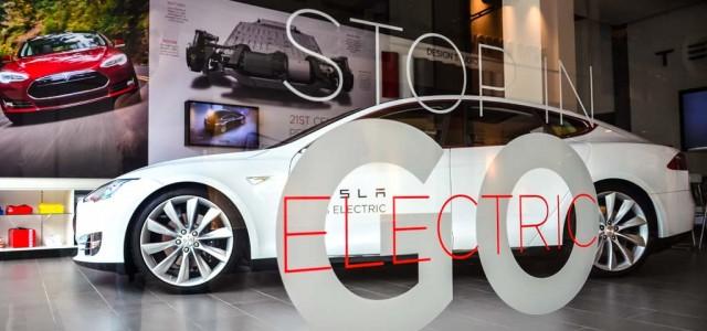Tesla podría abrirse a las franquicias. Cambio de baterías para diciembre