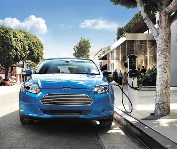 ford focus electrico cargando