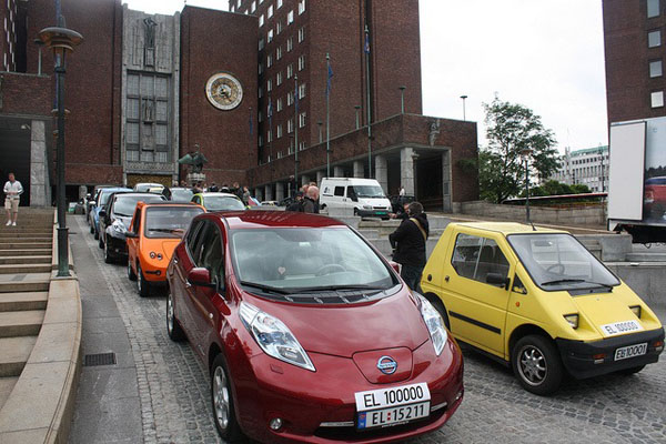 Electric-cars-outside-the-Norweigan-Parliament