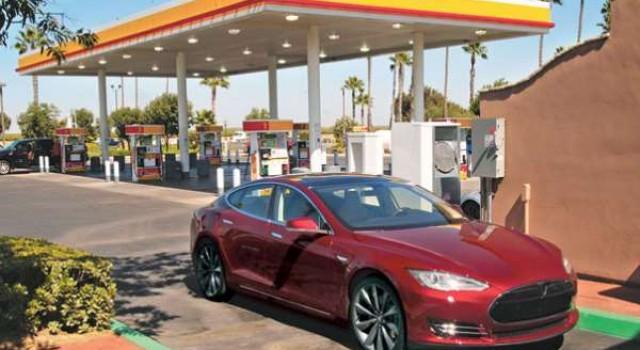 ¿Qué pasaría si todas las gasolineras en España tuvieran puntos de recarga para coches eléctricos?