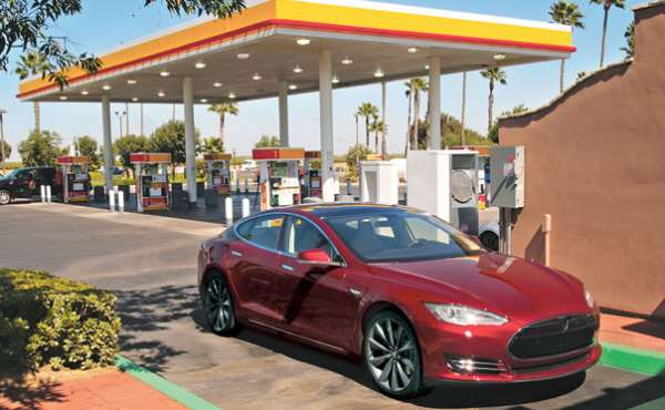 tesla-model-s-gasolinera