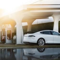 Tesla continúa con los trabajos para expandir la red de Supercargadores, con la vista puesta en la llegada del Model 3