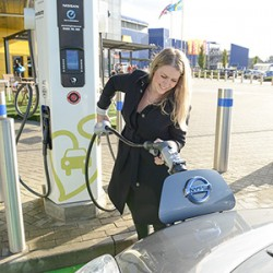 Reino Unido regulará los precios de las recargas publicas de coches eléctricos