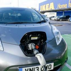 IKEA presenta un ambicioso plan para adoptar el coche eléctrico. Flotas propias y puntos de recarga en todos sus centros