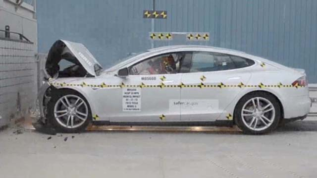 130808135135-pf-wheels-tesla-model-s-crash-test-00002101-620x348