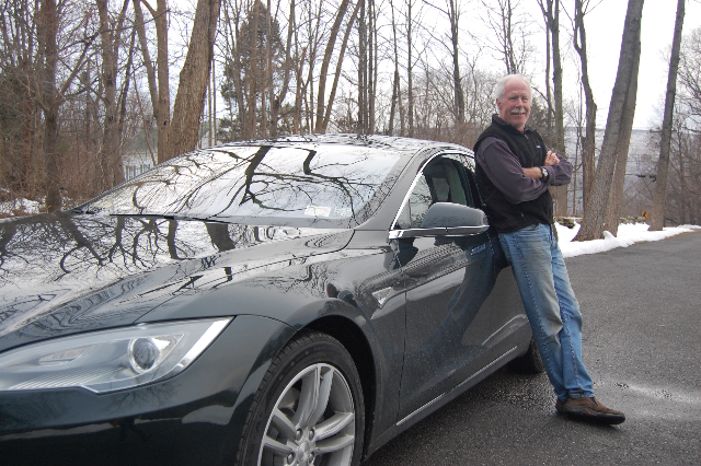 2013-tesla-model-s-electric-sport-sedan-on-delivery-day-with-owner-david-noland_100419907_m