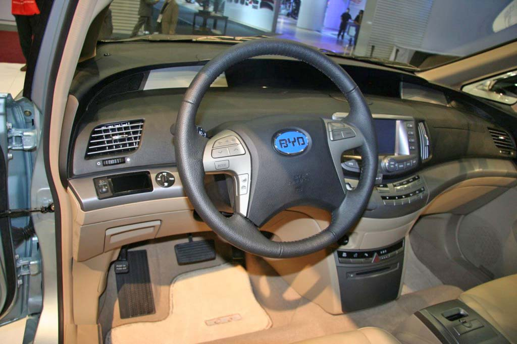 hybrid-china-governmentlegal-green-byd-e6-11-detroit-2009-byd-e6-1024x682