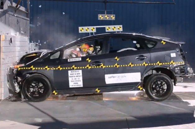 2014 Toyota Prius crash test