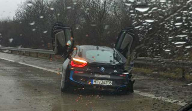 bmw-i8-crash