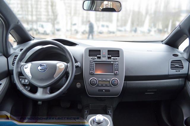Interior del Nissan LEAF Visia