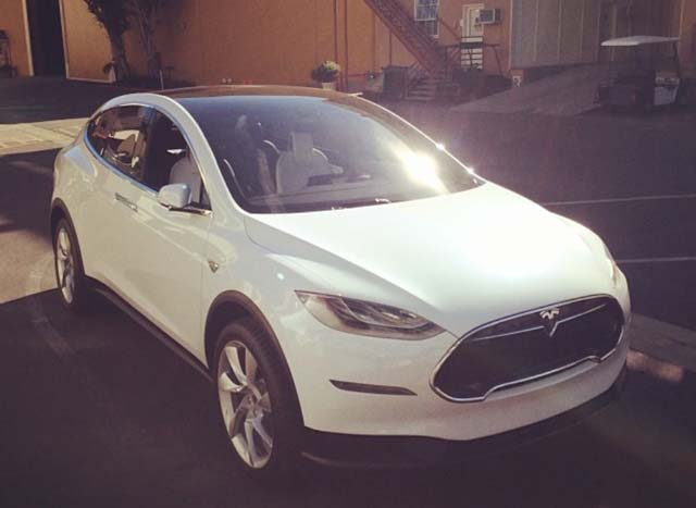 tesla-model-x-prototype-in-culver-city-california-photo-by-instagram-user-jmtibs_100451932_l