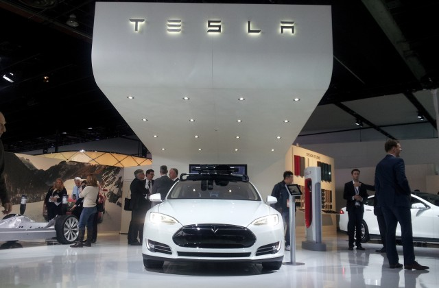 tesla-motors-stand-at-2014-detroit-auto-show_100453140_m