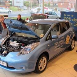 El principal problema del coche eléctrico son…los vendedores