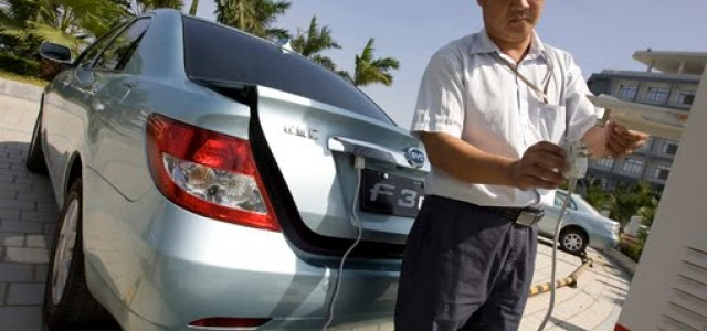 China plantea rebajar los aranceles al coche eléctrico