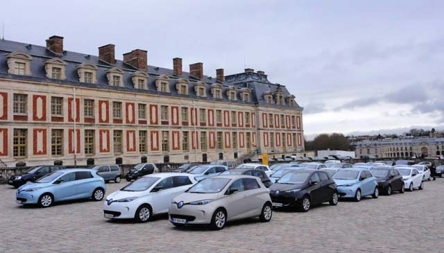 renault-throws-zoe-its-first-birthday-party-at-the-versailles-video_10