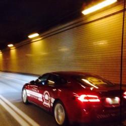 ¿Cuanto consume el Tesla Model S en autopista?