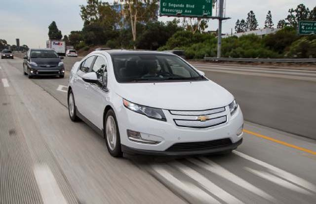 2012-Chevrolet-Volt-in-motion