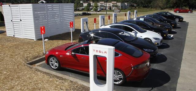 La red de supercargadores de Tesla alcanza las 200 estaciones