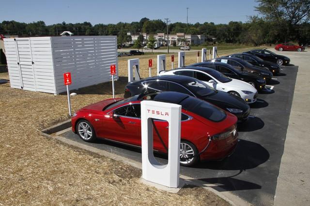 Tesla_Supercharger_Wilnsdorf_Ladung-1
