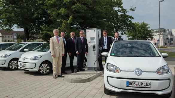 Volkswagen-CCS-Schnellladesäule-Wolfsburg-585x329