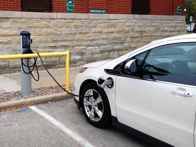 ct-ct-tl-st-charles-electric-vehicle-charging-stat-20131031