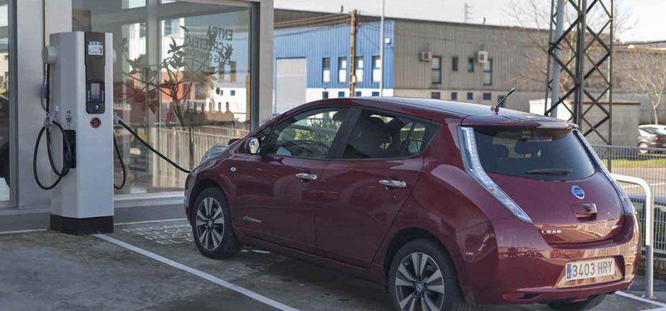Cuánto tarda en cargar la batería de un Nissan LEAF. Repaso con diferentes potencias
