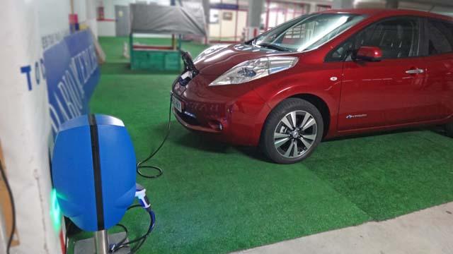 nissn-leaf-2013-charging-640-2