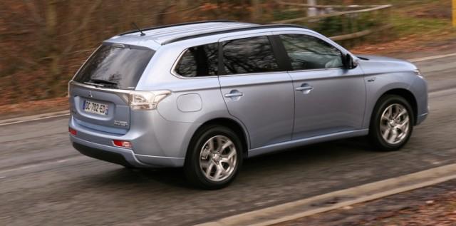 2014-Mitsubishi-Outlander-phev-3