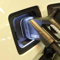 Recarga rápida para coches eléctricos. (III) Tipos de conectores