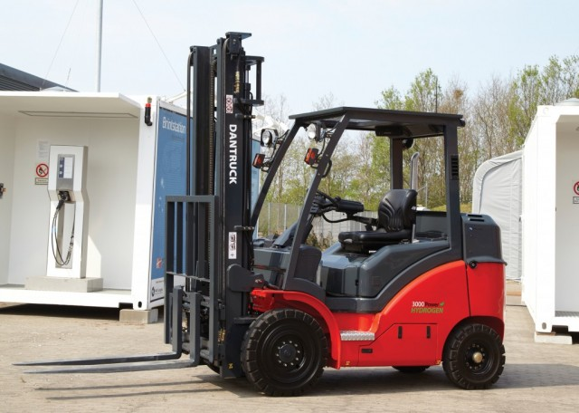 dantruck-fuel-cell-forklift-integrated-hdrive-h2logic-1024x731